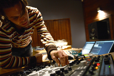 Achter de schermen bij Muziekproducer Crip Theeuwes
