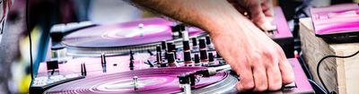 Tout savoir sur le booking d'un DJ pour votre soirée