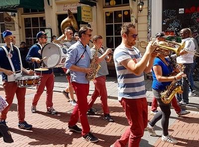 De Warmoesstraat swingt dankzij het Red Light Jazz Festival