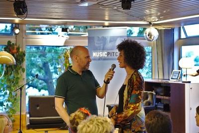 Achter de schermen: Ewout van der Linden wil geld zien voor muzikanten