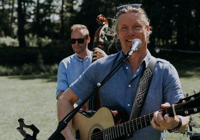 Boek live muziek voor je zomerse terras