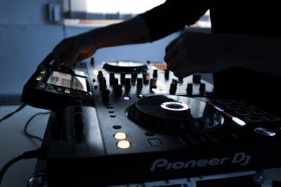 Die Niederlande – das größte Biotop der DJ Szene weltweit
