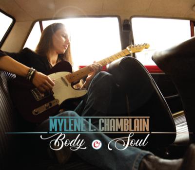 Rencontrez Mylène L. Chamblain, une chanteuse-compositrice bercée par la folk et le blues