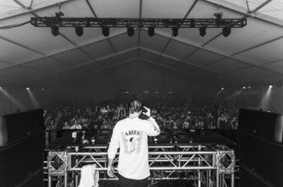 Eine Bühne für House-DJ's