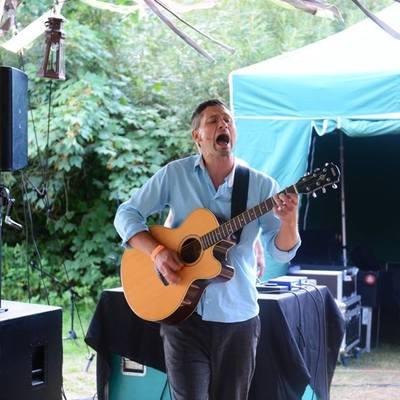 Guitar Guido, Singer-songwriter, Muziektheater, Akoestisch soloartist