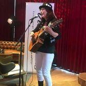 Frida Bowen, Singer-songwriter, Akoestisch, Folk soloartist