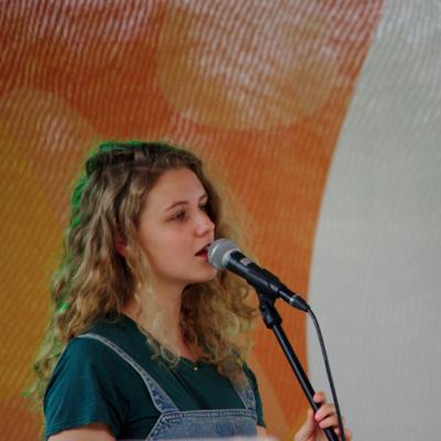Elaine Hakkaart, Easy Listening, Pop, Singer-songwriter soloartist