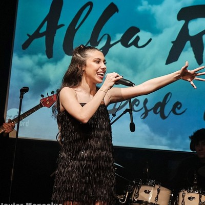 Alba Robles, Pop, 90s, 80s ensemble