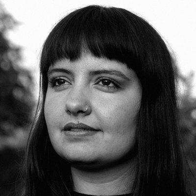 Leonie Prater, Singer-songwriter, Folk, Alternatief soloartist