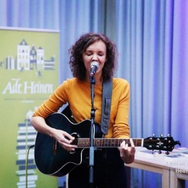 Anne van damme exclusief optreden live singer songwriter gig bedrijfsfeest op maat