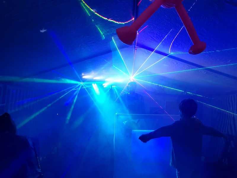 Huiskamerdjs lasershow